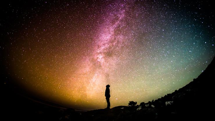 雄大な星空を見上げる