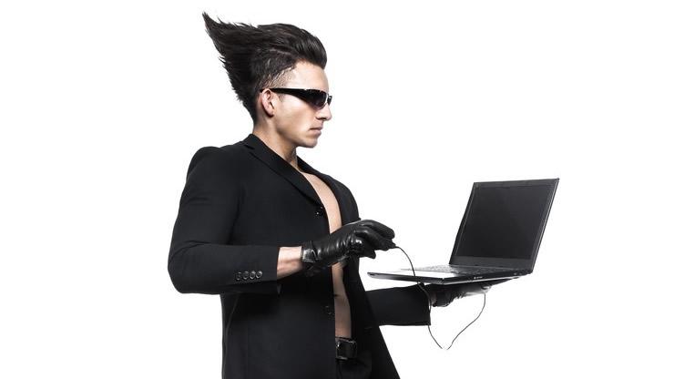 個性的な髪型の男性