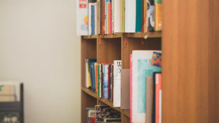 本の詰まった本棚