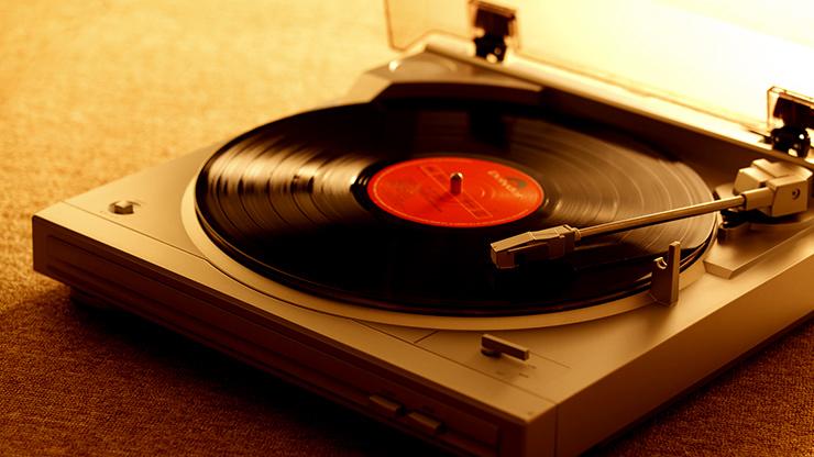 デジタル時代になぜアナログレコードが人気なのかのアイキャッチ画像