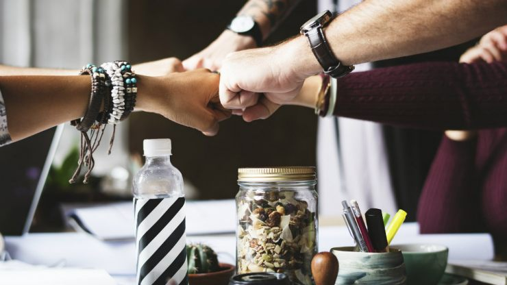 ビジネスにチームで取り組むイメージ
