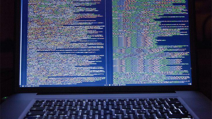 長く複雑なプログラムコードのイメージ