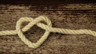 紐で作ったハートのイメージ