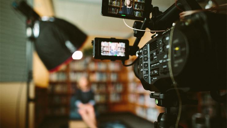 動画撮影をしているイメージ