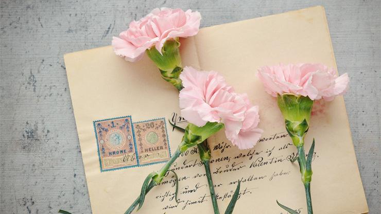 花と手紙のイメージ